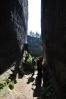 Ve skalách jsou často cesty vysekány - Schwarzloch.