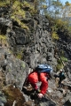 Sestup po skalách je náročný...