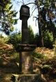 Třípanský sloup. Zobrazuje reliéf jelena a muže s mečem, který znázorňuje sv. Jiljí.