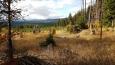 Sedlo Poledního vrchu poskytuje rozhled na hraniční vrcholy vzdálené Mokrůvky...