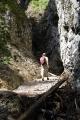 Soutěska Someşului Cald skrývá průchozí jeskyni.