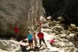 Se slovenskými přáteli marně hledáme vstup do jeskyně.