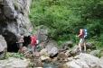Vyvěračka potoka Valea Ponorului je kousek nad polanou Caput (Izbucul Ponor).