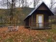U penzionu Klášterský Mlýn leží malý kemp s chatkami.