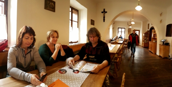 Hospoda Lötz v Rejštejně okupuje původní úspěsnou sklárnu.