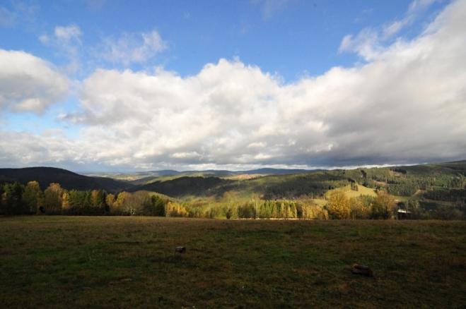 Krásný výhled je od lesa, kde stojí Klostermannova vyhlidka.