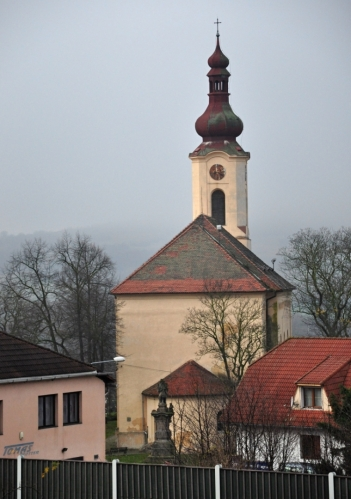 Kostel v Českých Zlatníkách.