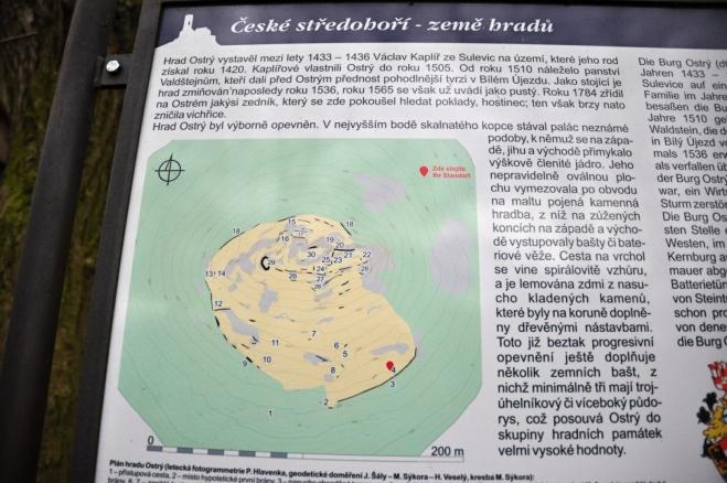 Na vrcholku hory se nalézá další z hrádků Českého středohoří.