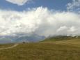 Takto vysoké hory mají i pár nevýhod - jednou z nich je časté hromadění mraků nad nejvyššími horami a z nich vznikající bouřky