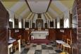 Skromný vnitřek kaple sv. Klimenta.