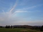 Pohled na vzdálenou Přícnou a hraniční Biskupskou Kopu. Tyto kopce nás čekají zitra.