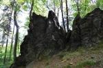 Mnichův kámen leží na úbočí Biskupské kupy. Hřeben skal dosahuje délky kolem 200 metrů. Skály jsou tvořené černými fylitickými břidlicemi. Jejich jehlanovitý tvar připomíná mnišskou kapuci.