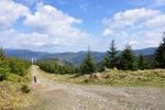 Kamenitá cesta k Dlouhým Stráním mi připomněla podobně ušlapaný úsek Beskyd od Pusteven na Radhošť.