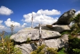 Od skalky nedaleko vrcholu Plechého sestupujeme do Rakouska.