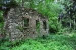 Ruin domků jsme minuli jen několik.