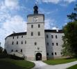 Po roce 1531 nechal císařský rádce Jiří Lokšanský z Lokšan přestavět původní gotický hrad na renesanční zámek. Později byl barokně upraven, původní vzhled si však zachoval dodnes. Největší úpravy interiérů nechali v průběhu 18. a 19. století provést příslušníci uherského rodu Pálffyů z Erdödu. Již na první pohled vás zaujmou renesanční sgrafita nebo nádvorní arkádová chodba. Při prohlídce budete obdivovat velkou renesanční jídelnu, zámeckou kapli, rytířský sál s kazetovým stropem nebo Lokšanskou knihovnu z roku 1558, která patří mezi nejstarší dochovanou u nás. (www.mapy.cz)K zámku patří kromě klasického anglického parku renesanční bylinná zahrádka. .