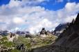 Toblinger Knoten - Torre di Toblin a chata Drei Zinnen. Dva názvy dokládají, že zde žijí především Němci, zatímco jižně od průsmyku Salurn v provincii Trento žijí téměř výhradně Italové. V oblasti Cortiny d´Ampezzo přežívají potomci švýcarských Rétorománů - Ladinové.