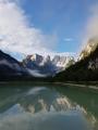 V jezeru se zrcadlí Monte Cristallo.