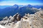 Vzdálená Monte Civetta (vlevo).
