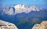 Marmolada (3 343 m) je nejvyšší horou Dolomitů.