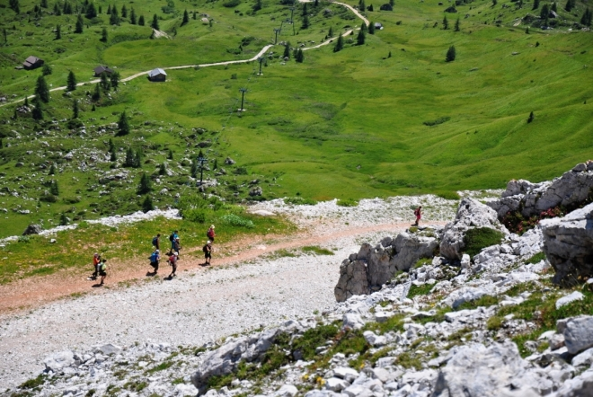 Od Rifugio Avalau mnozí sestupují chybně, hluboko pod sedlo Passo Falzarego.