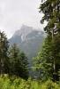 Výhledy zakrývá les, zatahuje se a začíná bouřka. Většina z nás volí jistotu nejistého sestupu k přehradě Auronzo.