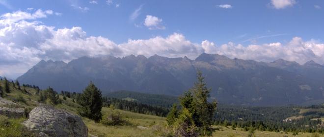Takových nádherných panoramatickách výhledů jsme měli cestou kolem skupiny Sasso Lungo mnoho.