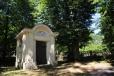 Kaplička u ludvíkovického hřbitova.