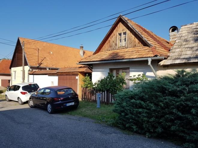 Domky v obci Bátovce.