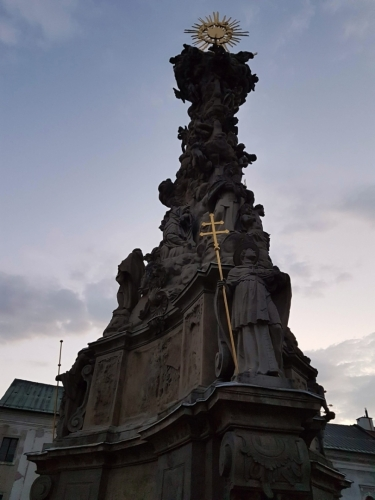 Morový sloup na Štefánikovo náměstí.