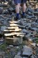 Na Tanečnici kamenní mužíci své sóla již dotančili. Kdosi je rozmetal, ale již se staví noví.