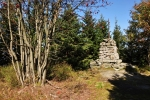 Kamenná mohyla je kousek za nejvyšším vrcholem...