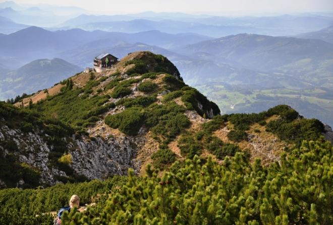 Gmundner Hütte z vrcholu Traunsteinu.