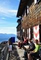 Cestou zpět již nejdeme zkratkou, ale zacházíme k chatě Gmundner Hütte. Tady by bylo hezké přespat. Zàpad i východ slunce musí být impozantní.