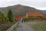Vaňovský vrch se zdvihá na druhé straně Labe.