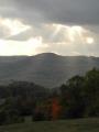 Slunce zapadá nad vrchem Kukla.