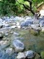 Trochu níže konečně přitéká zleva potok a tak se můžeme svlažit. Horko ale naštěstí není až tak velké.