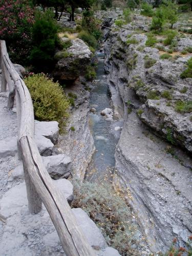 A voda hloubí kaňon stále dál ...