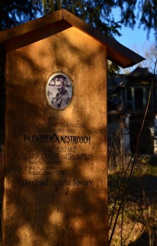 MUDr Zdeněk Kostrouch zde přebýval v fobě, kdy jsme se kolem často toulali.