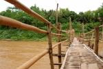 Bambusový most.Vang Vieng...