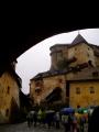 Uvnitř se předpokládá sucho a snad i teplo a tak vzhůru do hradu.