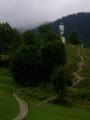 Ani Jánošíkovi u Terchové není moc do řeči, ale on už je na leccos určitě tady na kopci zvyklý.