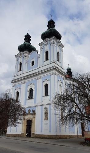 Barokní kostel Panny Marie Bolestné v Sloupu pochází z let 1751-1754, kdy byl postaven podle návrhu italského architekta Isidora Marcella Canavaleho.
