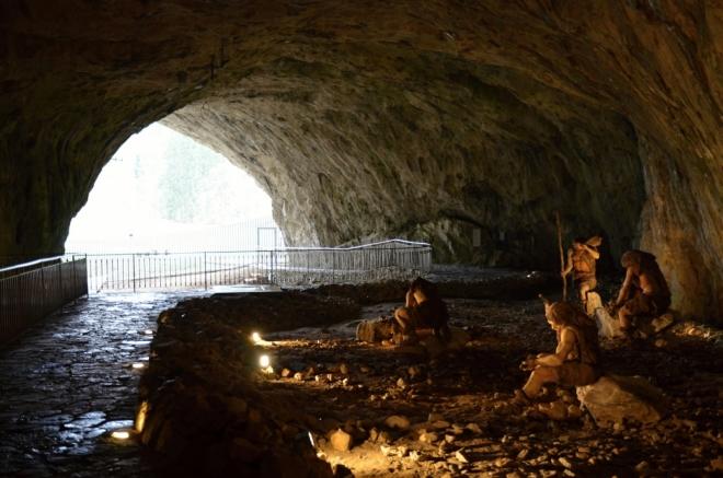 V jeskyni Kůlna...