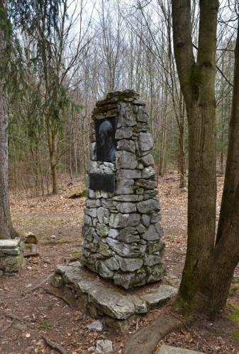 Pomník objevitelům Moravského krasu.