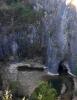 Pohled do lomu odkrývá i zatopenou štolu.