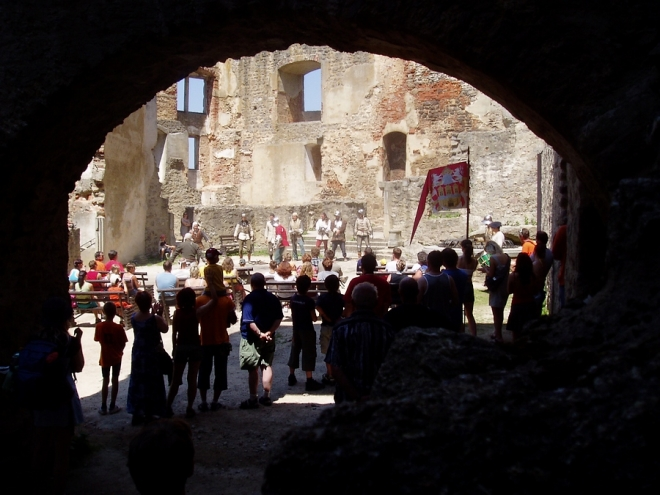 Hrad je dobyt nejen turisty...