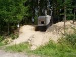 Dnes by to pan Grasel měl jednodušší. Prostě by si vybral jeden z mnoha opuštěných bunkrů kdesi v lesích.