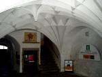 Architektura uvnitř musea.