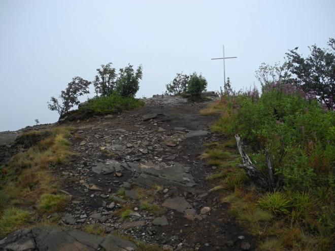 Křížek na západní plošině Sninského kamene.
